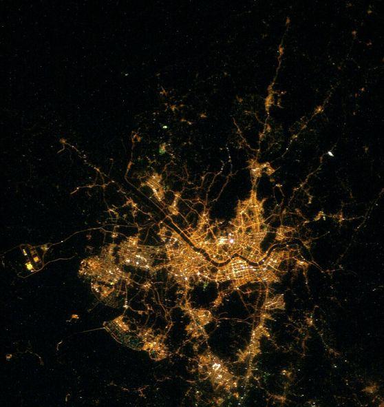 800px-Seoul,_nighttime